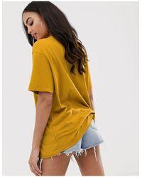 T-shirt oversize à petit logo virgule Nike en coloris Metallic