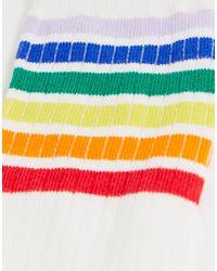 Monki White – Sportliche Socken mit Regenbogenstreifen