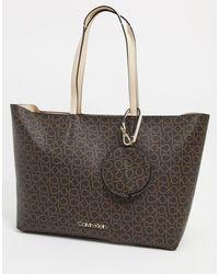 Shopper con monogramma marrone di Calvin Klein in Brown