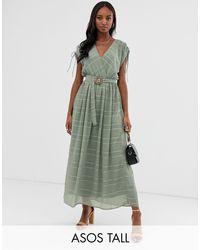 ASOS DESIGN Tall - Vestito lungo a portafoglio con righe e cintura con fibbia di ASOS in Green