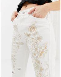 Jean brodé à détails usés Glamorous en coloris White