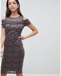 Vestido de tubo de encaje con hombros descubiertos AX Paris de color Gray