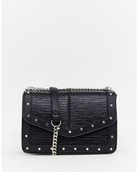 Bolso bandolera en negro con tachuelas de Pimkie de color Black