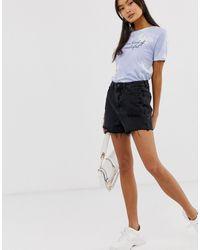 Mom shorts di jeans neri di New Look in Black