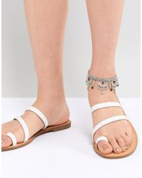 ASOS DESIGN - Metallic Engraved Cut Out Ball Charm Anklet - Lyst
