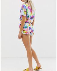 Pantaloncini con coulisse tie-dye arcobaleno di Monki in Multicolor