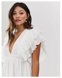 Vestito lungo premium bianco con scollo profondo e dettaglio sulle spalle di True Decadence in White