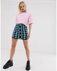 Reclaimed (vintage) Pink – Inspired – Kurzes T-Shirt mit Tatoo-Logo-Print