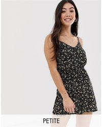 Combishort boutonné à bretelles avec imprimé fleuri New Look en coloris Black