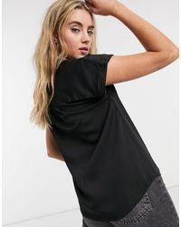 Camicia a maniche corte nera a fiori di Vila in Black