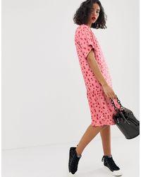 Vestito grembiule a fiorellini con fondo a volant di Moss Copenhagen in Pink