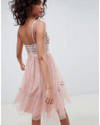 Robe mi-longue en tulle brodée avec bretelles fines - Rose vintage Needle & Thread en coloris Pink