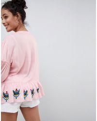 Top smocké avec broderies et liens ornés de pampilles Glamorous en coloris Pink