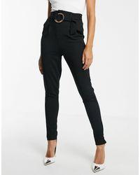 Pantalones tapered con cinturón Girl In Mind de color Black