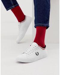 Kendrick - Sneakers in pelle bianca con bordi a contrasto di Fred Perry in White da Uomo