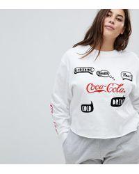 """Felpa con scritta """"Coca Cola di ASOS in White"""