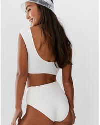 Slip bikini sportivi a vita alta bianco sporco di Monki in White
