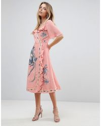Vestido midi con diseño cruzado con volantes y bordados ASOS de color Pink