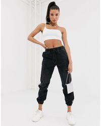 Joggers di jeans invecchiato nero slavato con riga laterale di NA-KD in Black