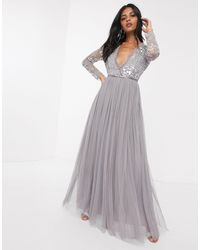 Vestito lungo con corpino di paillettes grigio di Needle & Thread in Gray