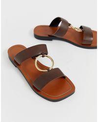 ASOS Brown – Fresco – Mit Ringen verzierte, hochwertige Leder-Pantoletten