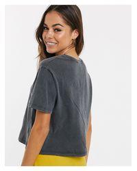 New Look Gray – Grell verwaschenes T-Shirt mit Sonnenblumendetail und Logo