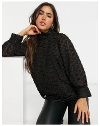 Blusa accollata testurizzata nera con maniche voluminose di Y.A.S in Black