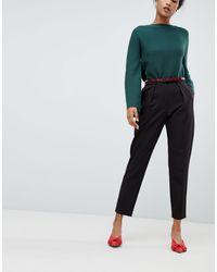 Pantaloni neri con pinces e cintura effetto pelle di serpente di Oasis in Black