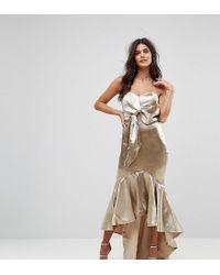 Robe cache-cœur mi-longue à encolure Bardot avec ourlet asymétrique évasé Jarlo en coloris Metallic