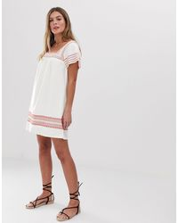 Heatherington - Vestito grembiule ricamato di Jack Wills in White