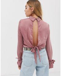 Blouse en satin à col montant avec dos ouvert - Rose PRETTYLITTLETHING en coloris Natural