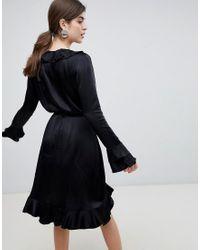 Vestido cruzado con volante Danka Résumé de color Black