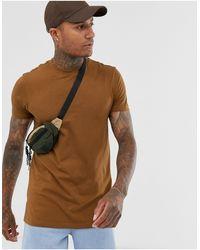 Camiseta larga con cuello redondo y aberturas laterales en marrón ASOS de hombre de color Brown