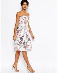 Vestido graduacin a media pierna con top corto palabra d ehonor y estampado floral de ASOS ASOS de color White