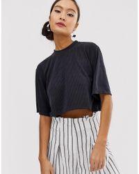 T-shirt court côtelé - Gris foncé Monki en coloris Black