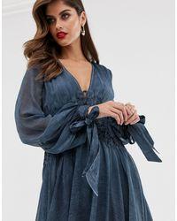Robe mi-longue souple en mousseline délavée avec broderie à la taille ASOS en coloris Blue