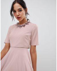 ASOS DESIGN Tall - Robe mi-longue à encolure effet 3D ASOS en coloris Pink