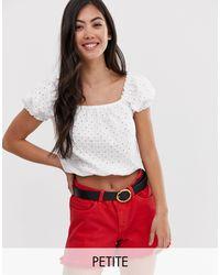 Top in pizzo bianco con scollo squadrato di New Look in White