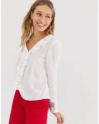 Blusa con volante y cuello en V en color hueso Monki de color White