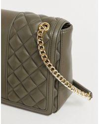 Bolso de hombro acolchado de cuero sintético con correa de cadena Love Moschino de color Green