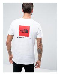 T-shirt bianca con quadrato rosso e logo sul retro di The North Face in White da Uomo