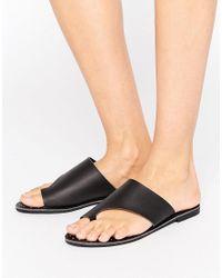 Missguided Black Toe Cuff Flat Sandals