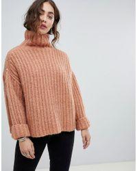 Fluffy Fox - Maglione grosso oversize con collo alto di Free People in Pink