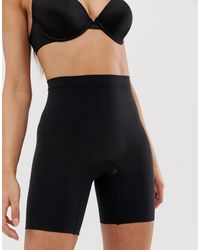 Pantalones cortos moldeadores en negro Spanx de color Black
