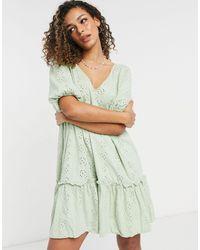 Vestido verde salvia amplio con diseño bordado inglés, cuello ASOS de color Green
