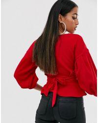 Top à épaules dénudées à nouer à la taille Boohoo en coloris Red
