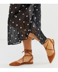 Lawful - Ballerines plates pour pieds larges à bout pointu et liens tressés à nouer sur les jambes - Fauve ASOS en coloris Brown