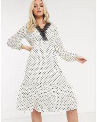 Robe mi-longue à pois avec bordure contrastante en dentelle TFNC London en coloris White