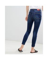 Stradivarius Blue – Enge Jeans mit superhohem Bund