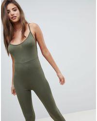 Tuta jumpsuit con spalline sottili di PRETTYLITTLETHING in Green